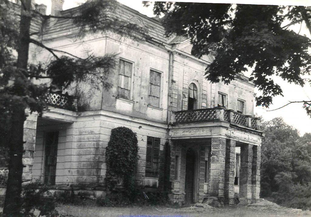 Pałac w Wiązownie, prawdopodobnie lata 50-te ubiegłego stulecia, ze zbiorów Pawła Ajdackiego