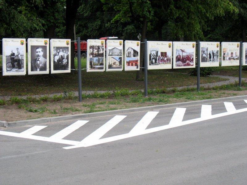 Przed UG w Wiązownie, lipiec 2015, foto: RS