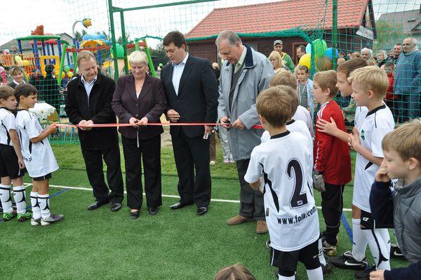 Oficjalne otwarcie boiska sportowego w Majdanie - wrzesień 2010r.