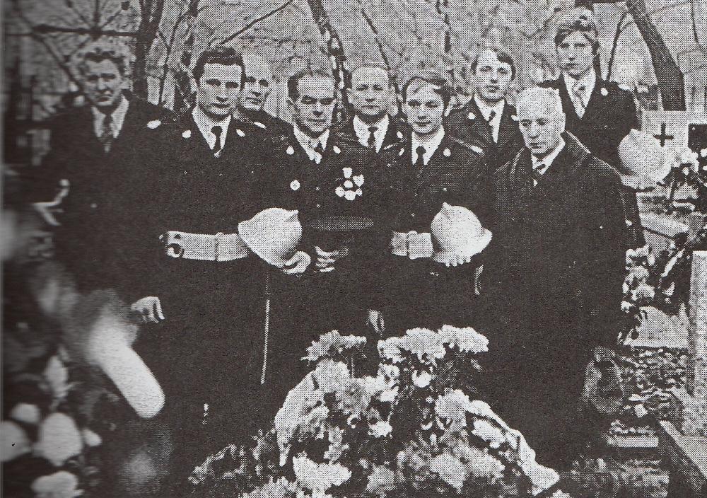 Marian Izdebski, czwarty od lewej