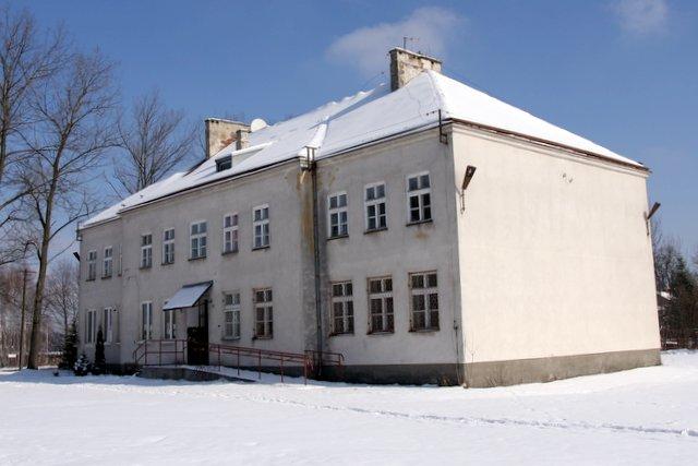 Budynek szkoły w Malcanowie przed modernizacją, foto: RS
