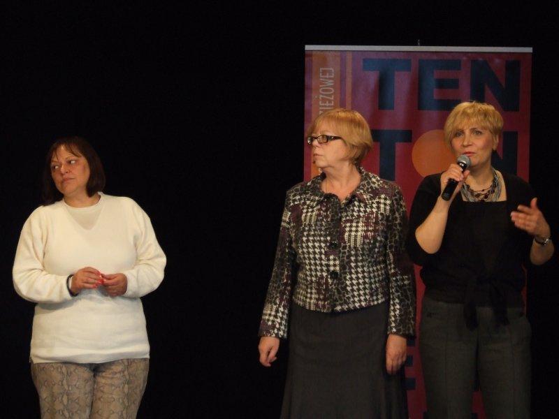 od lewej Grażyna Łobaszewska, Profesor Elżbieta Zapendowska, Joanna Zagdańsk