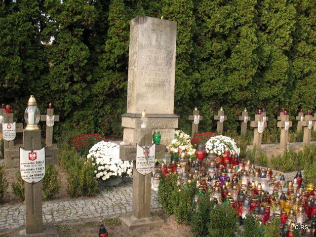 Cmentarz w Wiązownie, Kwatera żołnierzy poległych w czasie II wojny światowej, 1.11.2014, foto: RS