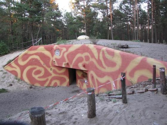 Wyremontowany schron Regelbau120a na Dąbrowieckiej Górze- lustrzane Odbicie schronu z Góraszki.