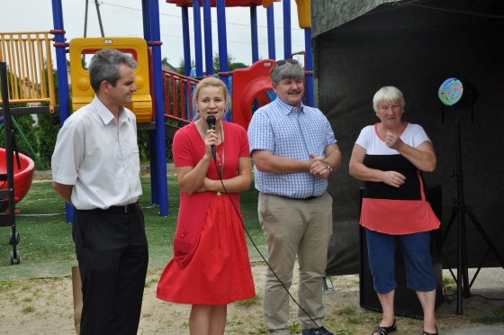 Od lewej: zastępca wójta Tomasz Kostyra, radna Marzena Dach, radny powiatowy Janusz Budny, sołtys Majdanu Alicja Czekajewska