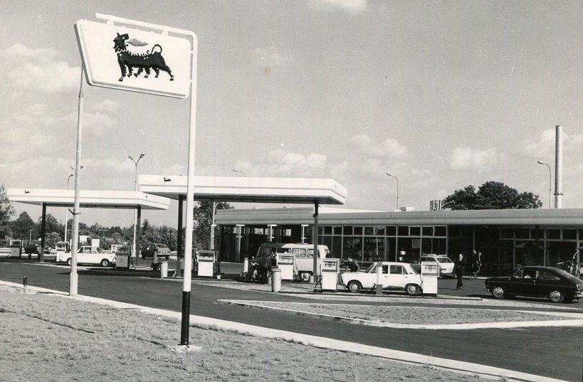 Stacja paliw Agip, 1974, ze zbiorów AC (www.facebook.com/Stara-Miłosna-okolice-wczoraj-dziś-i-jutro-589920684385860/)