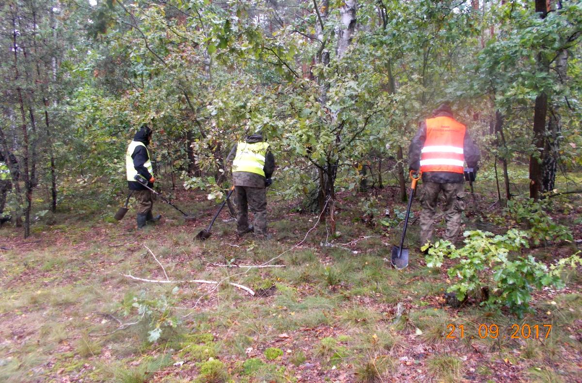 21.09.2017 - Rozpoznanie saperskie na terenach leśnych, fot. http://s17-lubelska-kolbiel.pl